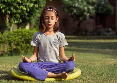 Recursos de ioga i expressió corporal per a professionals de l'educació i el lleure